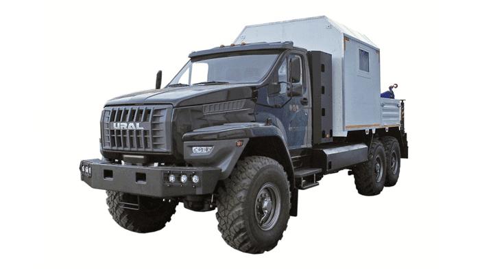 грузопассажирский «Урал-Next» с гидроманипуляторной установкой (6х6) на базе газовых двигателей ЯМЗ-536